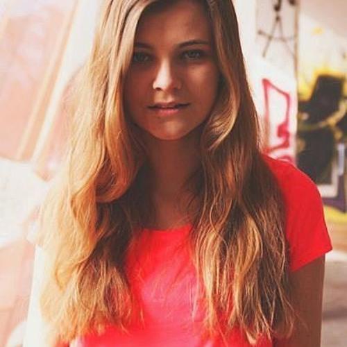 Julia Denis's avatar