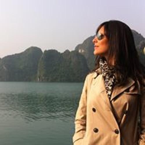 Claudia Helena's avatar
