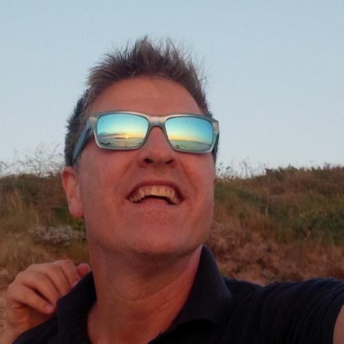 dj housedoctor's avatar