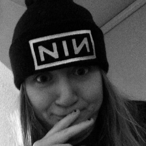 Linz DeRoche's avatar