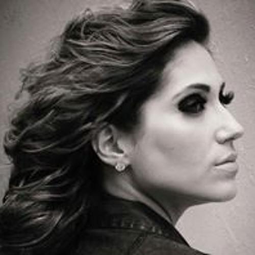 Larissa Voltareli's avatar