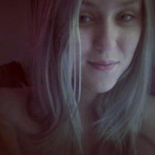 Bruna Oliveira's avatar
