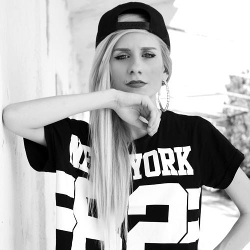 Karolina Janota's avatar