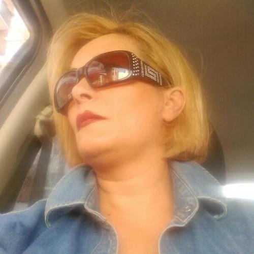 Lona Thompson's avatar