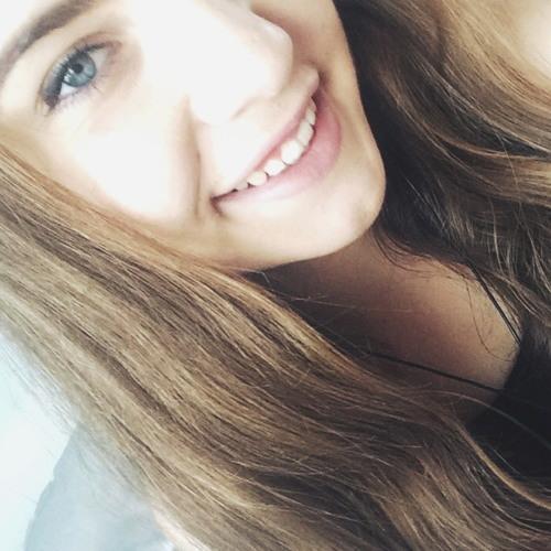 Clara Sim's avatar