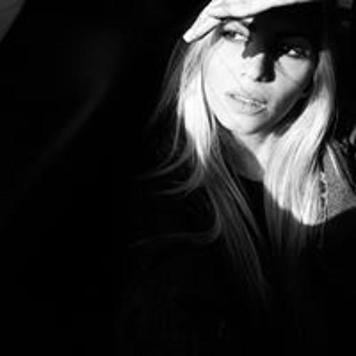 Delia Dias's avatar