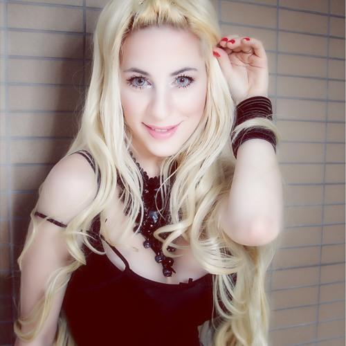 Daniela Bessia安达's avatar