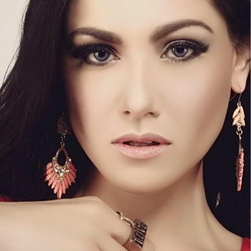 Chantal Dewi's avatar