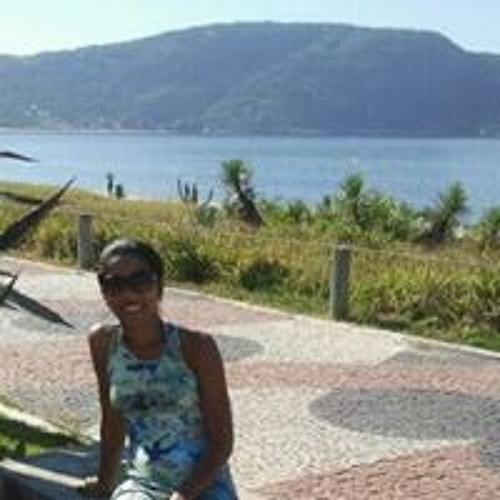 Renata Guimarães's avatar