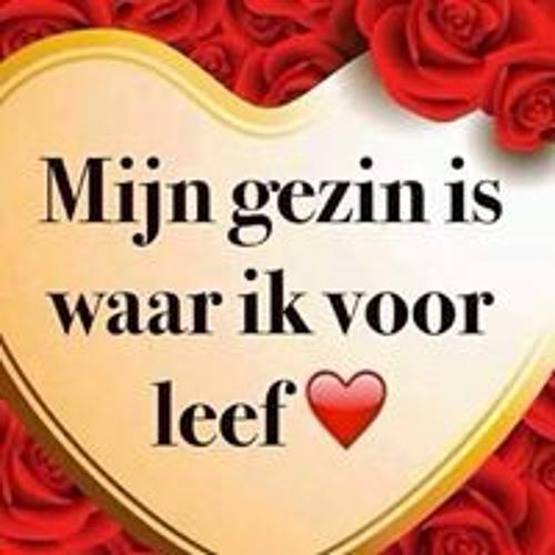 Essie Wim's avatar