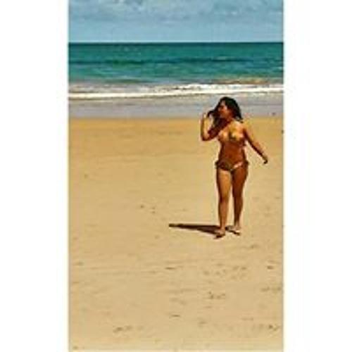 Marina Oliveira's avatar