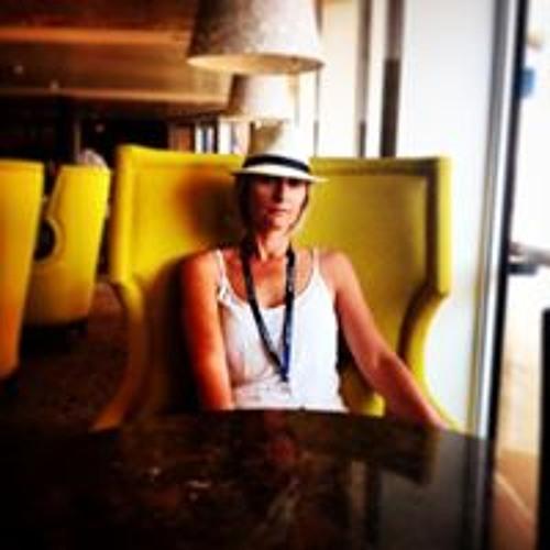 Lisa Stapleton's avatar