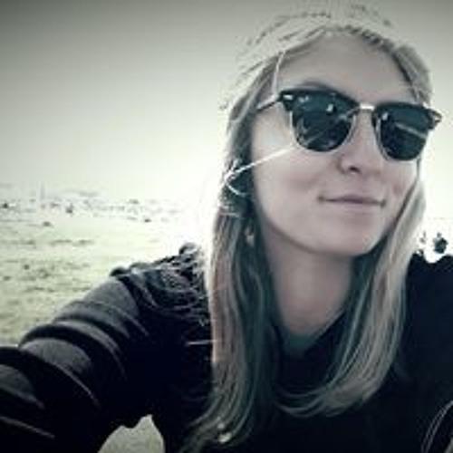 Julie Houssaye's avatar