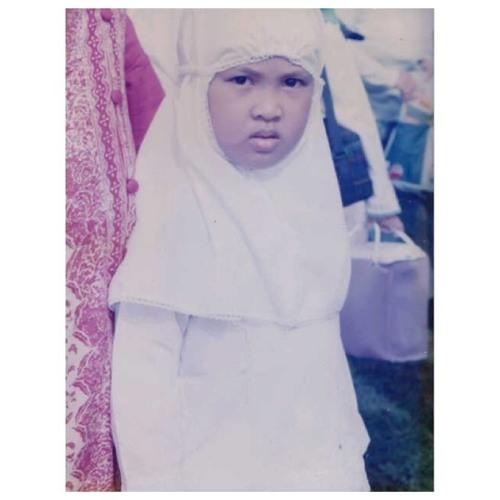 refinakhalisha's avatar