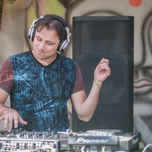 DJ Zeevik's avatar
