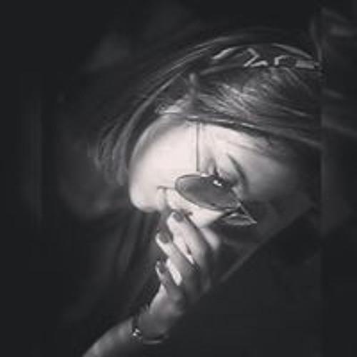 Adrieli Oliveira's avatar