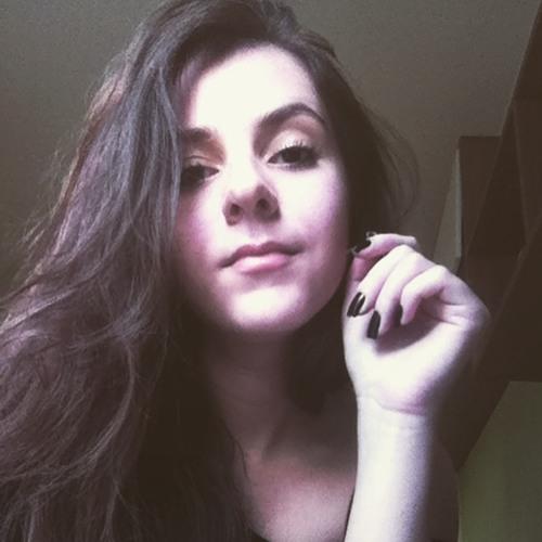 Vitoria Victorello's avatar