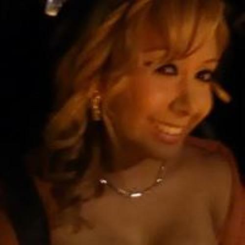 Nashely Larrauri's avatar