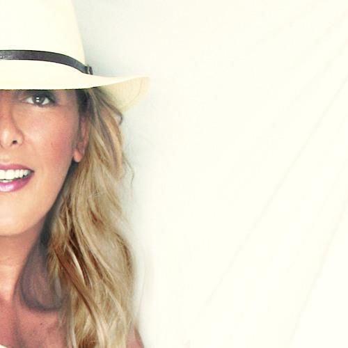 DJ Mlle Lucy Ward's avatar