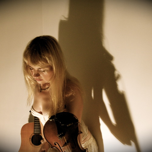 Lucy Lilian's avatar