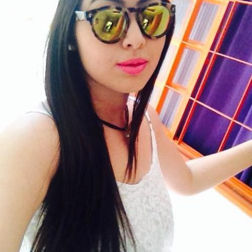 Claudia Oliveira's avatar