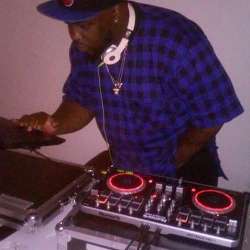 DJ DEE ENTERTAINMENT's avatar