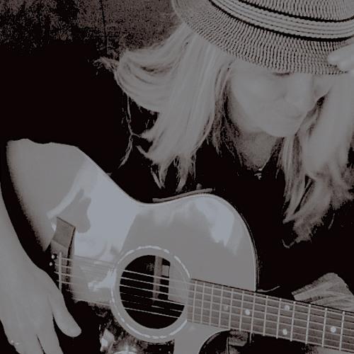 Robyn Fear's avatar