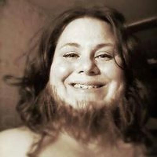 Izze Pessaro Sliwinski's avatar