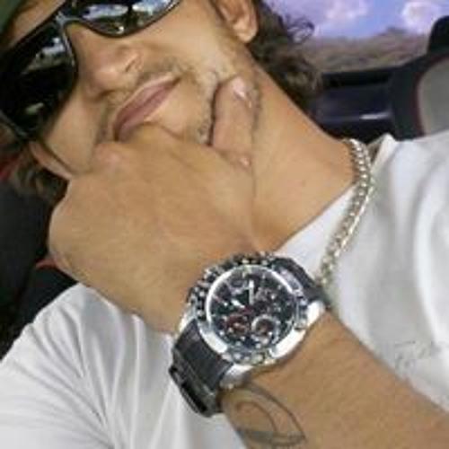 Tiago Adriano Oliveira's avatar
