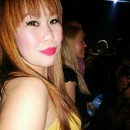 Chelle Zee's avatar
