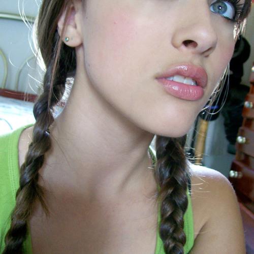 Melania Luiza's avatar