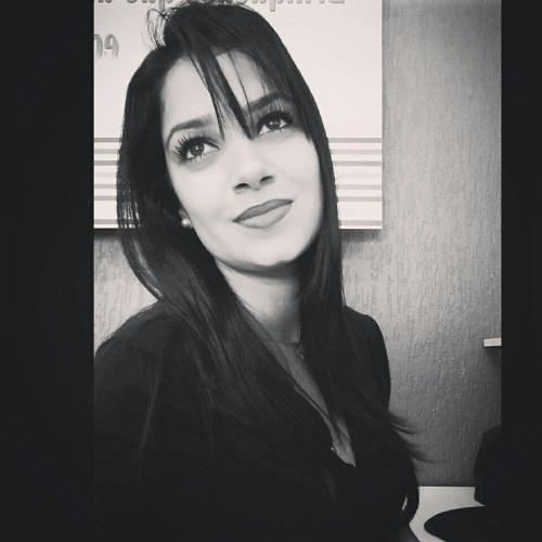 Tamiris Loureiro's avatar