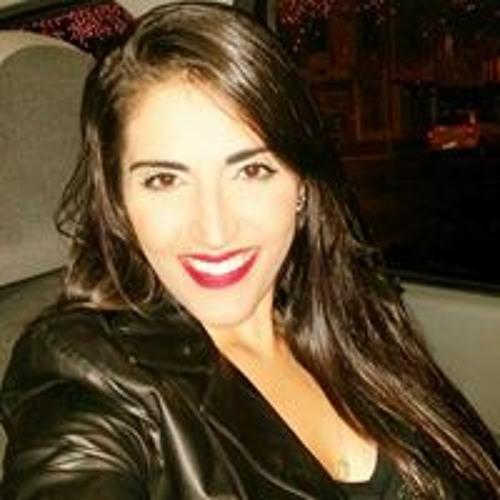 Julianna Carvalho's avatar