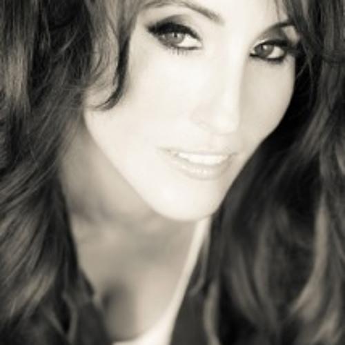 Laura Bryna's avatar