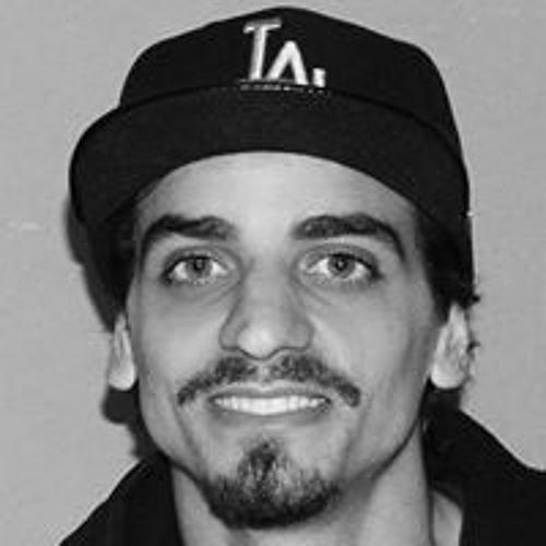 Junior Moreira's avatar