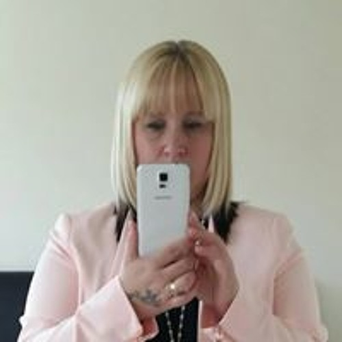 Amber Lowe's avatar