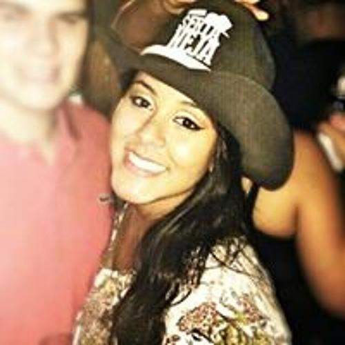 Letícia Reis's avatar
