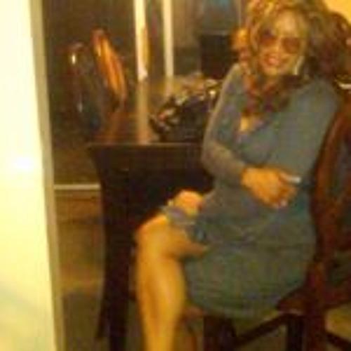 LaTia Earle's avatar