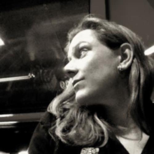 Suzie Bee's avatar