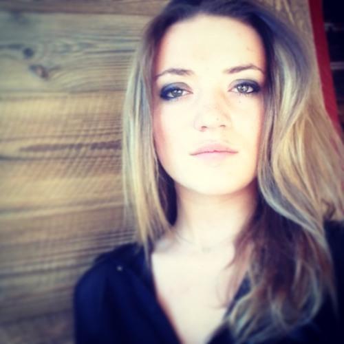 Emma Crn's avatar