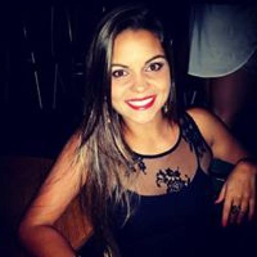 Caroline Teixeira's avatar