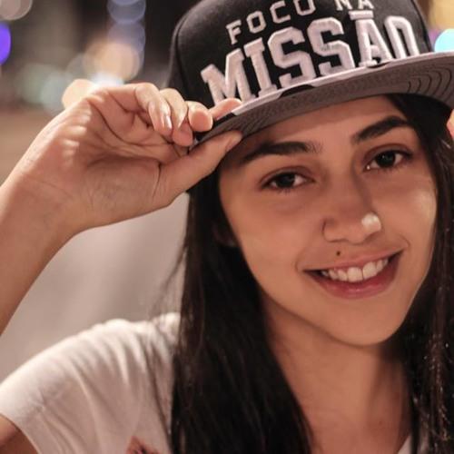 Lucy Oliveira's avatar