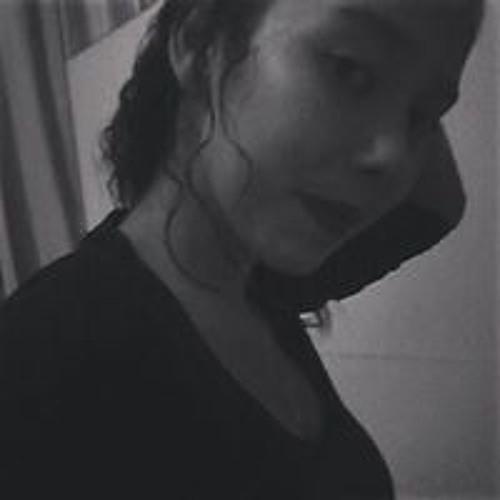 Larissa Suencia's avatar