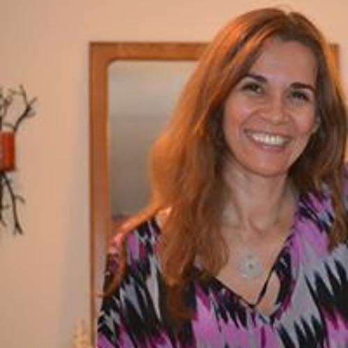 Flavia Campos's avatar