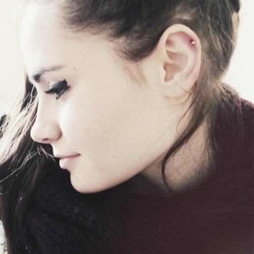 Julia ☾'s avatar
