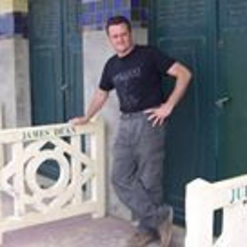 Lee Tombling's avatar