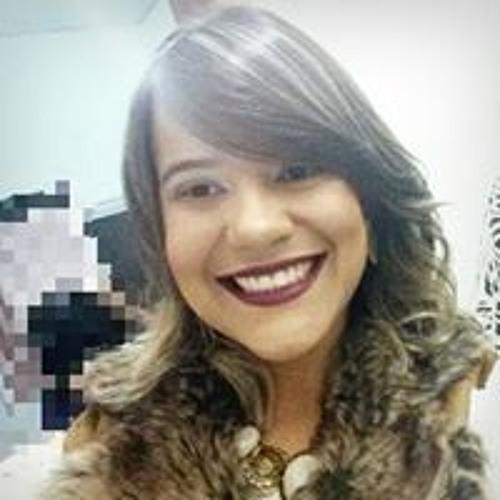 Naila Carolina's avatar