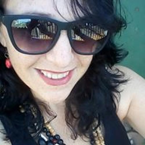 Adriane Rocha's avatar