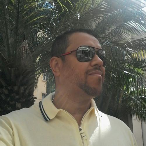 Luciano Lisboa's avatar