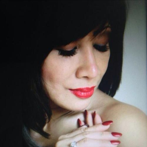 Monique Jeniffer's avatar